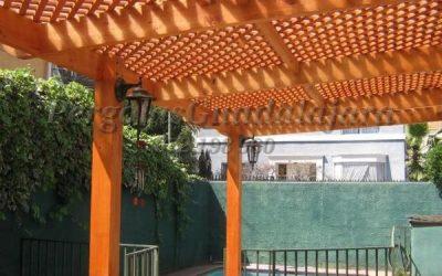 Pérgolas de madera para parcelas y jardines